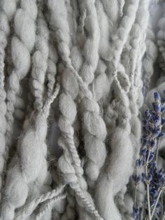 BUBBLE handspun//art yarn// van hetwolhuuske op Etsy
