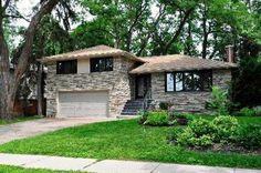 3383 Credit Heights Dr, Mississauga, ON L5C2M2. 4 bed, 3 bath, $949,900. Chic & Sophisticated...
