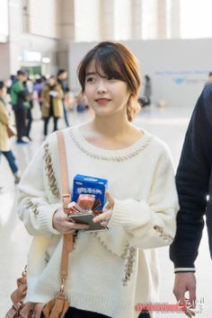 IU Iu Fashion, Korean Fashion, Airport Fashion, Korean Beauty, Asian Beauty, Korean Bangs Hairstyle, Korean Girl, Asian Girl, Korean Style