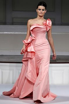 oscar dela renta Love this dress !! Thats why he is one of my faves!!!