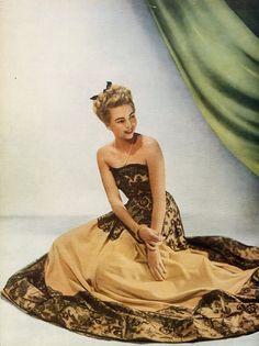 Lucile Manguin (Couture) 1945 Photo Elshoud, Lace Evening Gown