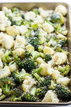 This healthy roasted broccoli and cauliflower recipe with parmesan and garlic is quick and easy with just 5 ingredients. A delicious way to serve veggies! Roasted Broccoli and Cauliflower Recipe with Parmesan & Garlic (Low Carb, Gluten-free) margot Brocolli Recipes, Vegetable Recipes, Brocolli Salad, Brocolli Cauliflower Salad, Broccoli Florets, Cauliflower Rice, Diet Recipes, Vegetarian Recipes, Healthy Recipes