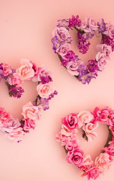 These DIY floral hearts are so simple to make with artifical flowers from the dollar store. Display your floral heart wreath for Valentine's Day! Diy Valentines Day Wreath, Valentines Day Decorations, Valentine Day Crafts, Holiday Crafts, Valentine Flowers, Homemade Valentines, Valentine Box, Valentine Ideas, Little Valentine