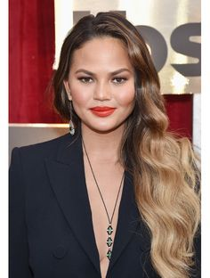 La mise en beauté de Chrissy Teigen aux Screen Actors Guild Awards