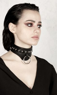 Vegan leather choker with contrast snakeskin, studs and metal ring. Ankle Jewelry, Leather Jewelry, Hot Goth Girls, Dom And Subs, Youth Shoes, Killjoys, Vegan Leather, Snake Skin, Women's Accessories