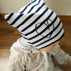 Fyrkantig mössa  | Hanna med flera Baby Barn, Textiles, Sewing For Kids, Playing Dress Up, Throw Pillows, Children, Pattern, How To Wear, Inspiration