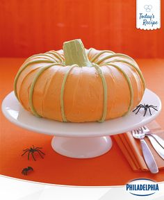 Show off your creative side with an Autumn-inspired DIY recipe idea. With just a few ingredients and a flair for style. This fun, delicious pumpkin cake will be a favourite with your kids this Halloween.