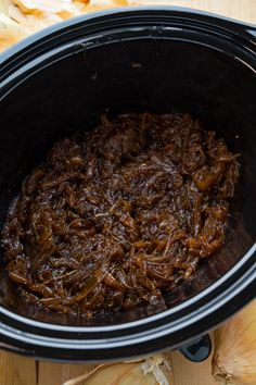 Super easy slow cooker onion jam/marmalade/spread with maple and smoky chipotle chilies! Best Slow Cooker, Slow Cooker Recipes, Crockpot Recipes, Onion Marmalade Recipes, Onion Recipes, Roasted Onions, Caramelized Onions, Onion Jam, Roast Beef Sandwiches
