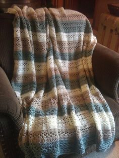 V-Stitch Throw, free pattern from Caron International Yarns.