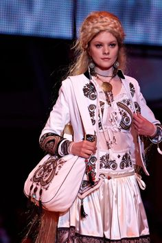Gombold újra, 2012 ... Hungarian Embroidery, Folklore, Hungary, Ethnic, Ford, Traditional, Costumes, Pattern, Pictures