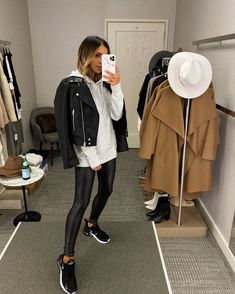 Outfits Leggins, Leather Leggings Outfit, Spanx Faux Leather Leggings, Leather Jacket Outfits, Leggings Outfit Winter, Winter Fashion Outfits, Fall Winter Outfits, Casual Outfits, Look Retro