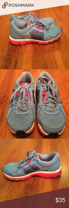 Women's shoes Nikes in perfect condition! Rarely worn Nike Shoes Athletic Shoes