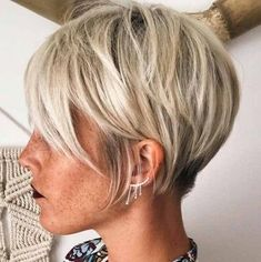 The Short Pixie Cut - 58 Great Haircuts You'll See for 2019 - Hairstyles Trends Pelo Pixie, Pixie Bob, Haircut For Older Women, Great Haircuts, Wavy Bob Hairstyles, Regrow Hair, Pixie Haircut, Fine Hair, Short Hair Cuts