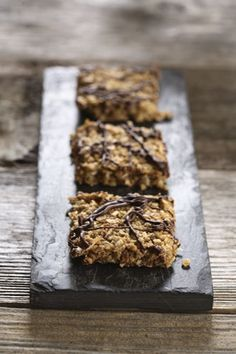Heart-healthy lentils give an extra fibre boost to these easy, tasty bars. Healthy Baking, Healthy Treats, Healthy Recipes, Healthy Foods, Vegetarian Recipes, Pulses Recipes, Protein Snacks, Protein Bars, Healthy School Lunches