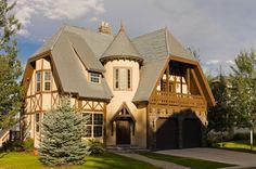 Tudor Style - Cast stone door and window surrounds and the stacked stone facade… Tudor Cottage, Tudor House, Estilo Tudor, Storybook Homes, Tudor Style Homes, Stucco Homes, Castle House, Exterior Design, Luxury Homes