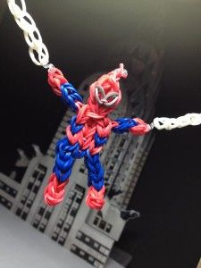rainbow loom band it elastiekjes gekleurde haken creatief knutselen Mar10=Creatief loom spiderman patroon