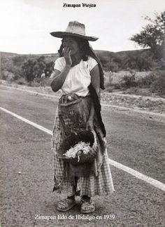 Mujer campesina con canasta en 1939 en Zimapan Hidalgo Mexico ,,, Las personas en las fotografias es un homenaje para todos ellos , porque son parte de la historia de su hermoso pueblo