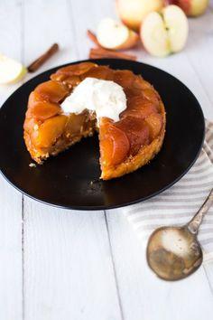 フランスの伝統的なお菓子「タルトタタン」をご存知ですか?タタン姉妹が手をすべらせてひっくり返してしまったことから、このような作り方になったとか。こんがり焼けたりんごが食欲をそそりますが、その斬新な作り方に注目!