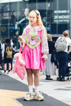 The Best Street Style From Tokyo Fashion Week Spring 2020 Asian Street Style, Tokyo Street Style, Japanese Street Fashion, Tokyo Fashion, Spring Street Style, Harajuku Fashion, Cool Street Fashion, Pop Fashion, Asian Fashion