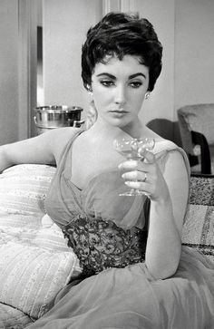 Designer Helen Rose worked with Elizabeth Taylor on several films and created Liz's now iconic look from Butterfield 8 and Cat on a Hot Tin Roof. Old Hollywood Glamour, Golden Age Of Hollywood, Vintage Hollywood, Hollywood Stars, Classic Hollywood, Hollywood Divas, Hollywood Icons, Vintage Glam, Vintage Fashion