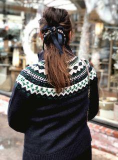 Embellished bow barr