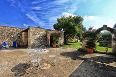 Le più belle masserie in Puglia per le tue vacanze a sud Patio, Mansions, House Styles, Garden, Outdoor Decor, Home Decor, Houses, Garten, Terrace