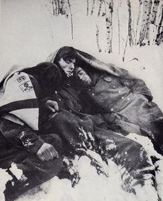 Resting in the snow somewhere outside Moscow, 1941/42 .... just try and imagine these men thinking back on the summers of their lives in this incomprehensible cold