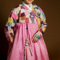 Hanbok, Korean traditional dress with patchwork Korean Traditional Dress, Traditional Fabric, Traditional Fashion, Traditional Dresses, Korean Dress, Korean Outfits, Korean Clothes, Textiles, Modern Hanbok