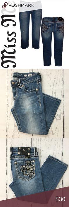 """Miss Me Fleur De Lis Capri Jeans ✔️Capri Length Inseam: 20"""" ✔️98% Cotton•2% Elastin ✔️No Holes, Stains or Damages Miss Me Jeans"""