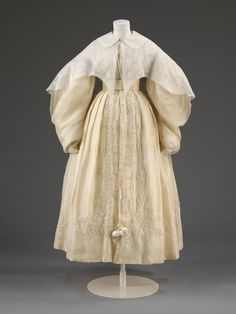 Wedding dress consisting of a pelisse robe with large imbecile sleeves and bell shaped skirt. It is made of white muslin with self coloured . Idiot sleeves are extremely full from shoulder to wrist, where they gathered into a fitted cuff 1800s Fashion, 19th Century Fashion, Victorian Fashion, Vintage Fashion, Vintage Outfits, Vintage Dresses, Historical Costume, Historical Clothing, T 64