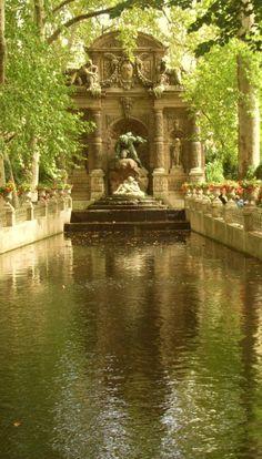A Paris Garden Catherine de Medicis garden,