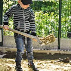 Rattraper les niveaux avec un lit de sable à lapin. Garden Tools, Plott Hound, Animal Protection, Yard Tools
