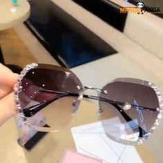 Luxury Sunglasses, Cool Sunglasses, Gucci Sunglasses, Sunglasses Women, Sunnies, Heart Sunglasses, Glasses Frames Trendy, Henna Tattoo Designs Simple, Sleeves Designs For Dresses