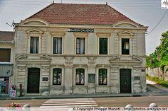 Maison d'Aliénor d'Aquitaine, à Belin-Béliet (Gironde). Un bas relief a été érigé à sa mémoire à l'emplacement du château des ducs d'Aquitaine