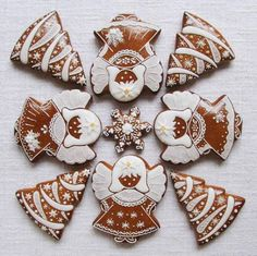 Today we are looking at Moravian and Bohemian gingerbread designs from the Czech Republic. Back home, gingerbread is eaten year round and beautifully decorated cookies are given on all occasions. Christmas Cake Pops, Christmas Tree Cookies, Christmas Gingerbread House, Holiday Cookies, Christmas Candy, Christmas Treats, Gingerbread Cookies, Gingerbread Houses, Cookie Frosting