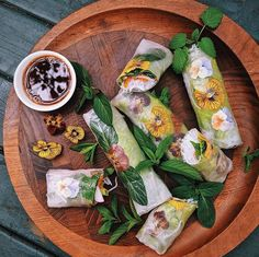 made these most beautiful spring rolls this afternoon. Most Popular Hashtags, Asian Kitchen, Tasty, Yummy Food, Spring Rolls, Fresh Rolls, Food Art, Most Beautiful, Vegan
