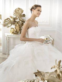Leante - Pronovias 2015 kollekció - Esküvői ruha szalon - Menyasszonyi ruha  kölcsönzés 2015 Wedding Dresses 1232aea9da