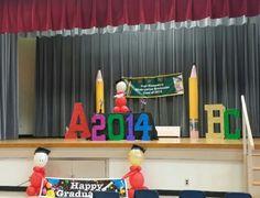 Kindergarten graduation Graduation Decorations, Stage Decorations, Balloon Decorations, School Fun, Pre School, Back To School, Pre K Graduation, Kindergarten Graduation, Teacher Gifts From Class