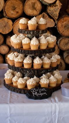 DIY Rustic Cupcake Stand: We found a fallen oak tree and cut different sizes out of it to make out cupcake stand. We used wood glue to hold the pieces together. Wood Cupcake Stand, Rustic Cupcake Stands, Rustic Cupcakes, Cupcake Tier, Cupcake Display, Cupcake Cakes, Diy Wedding Cupcakes, Fall Wedding Cakes, Wedding Ideas