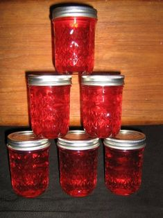 Apple Cinnamon Jelly- a Great Alternative to Cranberry Sauce for the Holidays: 3 Steps (with Pictures)--this recipe uses Cinnamon Red Hots. The candy. Jelly Recipes, Jam Recipes, Canning Recipes, Apple Recipes, Yummy Recipes, Yummy Food, Cinnamon Candy, Cinnamon Apples, Cake Toppers