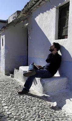 Hombre leyendo al sol...   #PhotoLanda #andalucia #granada #sacromonte #photography #StealingSouls #man Granada, Man, Artwork, Libros, Men, Work Of Art, Grenada, Auguste Rodin Artwork, Artworks