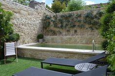 39 ideas for small patio water feature hot tubs Flagstone Patio, Brick Patios, Concrete Patio, Pergola Patio, Diy Patio, Backyard Patio, Garden Pool, Patio Ideas Townhouse, Small Patio Design