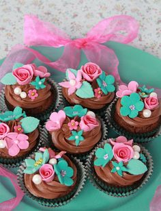 Cupcakes con Dulce Sentimiento http://miss-cupcake-blog.blogspot.com.es/2013/04/cupcakes-con-dulce-sentimiento.html