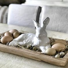 Take a look at 29 easy Easter decoration ideas for your house in the photos below and get ideas for your own Easter decor. painted easter eggs & nest on cake stand. Super cure Easter decoration for your table or… Continue Reading → Hoppy Easter, Easter Bunny, Easter Eggs, Spring Decoration, Diy Easter Decorations, Easter Centerpiece, Diy Centerpieces, Diy Osterschmuck, Easy Diy