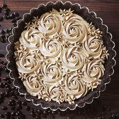 This Dark Chocolate Tart with Espresso Whipped Cream is what your morning coffee dreams about. A chocolate crust, not-too-sweet dark chocolate filling topped with luscious swirls of deep espresso-flavored whipped cream. Chocolate Espresso, Chocolate Filling, Chocolate Tarts, Espresso Coffee, Just Desserts, Dessert Recipes, Dessert Tarts, Dessert Ideas, Flavored Whipped Cream