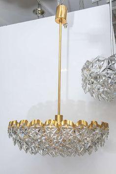 Bulbi di luce. Crystal Bulb by Lee Broom è una collezione di lampade a sospen...