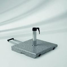 Socle de parasol Socle granite Z Glatz. Socle en granite naturel Z 55 kg avec roulettes et poignée télescopique. www.saisons-deco.com