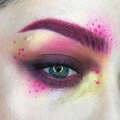 Using Mi Vida Loca palette. Highball ultra matte for the dots. Drag Makeup, Eye Makeup, Makeup Inspo, Makeup Inspiration, Makeup Ideas, Androgynous Makeup, New Cosmetics, Fantasy Hair, Makeup Application
