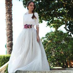 Falda de tul tipo carrie larga hecha a medida en color champagne confeccionada a mano y se realiza a medida previo encargo. Un look de novia diferente muy especial en color beige.