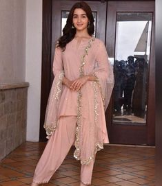 Alia Bhatt in peach outfit with dotted mirrorwork is perfect look for your haldi function. Pakistani Wedding Dresses, Pakistani Outfits, Indian Outfits, Wedding Hijab, Dress Indian Style, Indian Dresses, Abaya Style, Kurta Designs, Indian Attire